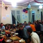 Новогодний стол без спиртного в центре для наркоманов