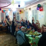 Новогодний стол в центре, готовили себе пациенты